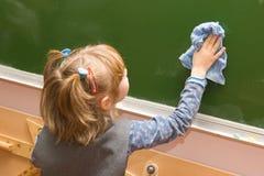 blackboard dziewczyny wytarcia Obrazy Royalty Free