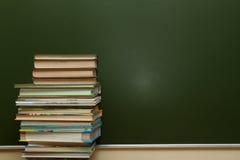 Blackboard i podręczniki fotografia stock