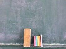 Blackboard kreda i gumka Zdjęcie Royalty Free