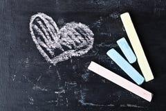 Blackboard, kreda i serce, Obrazy Stock