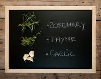 Blackboard med kryddor Fotografering för Bildbyråer