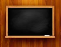Blackboard på träbakgrund Arkivfoto
