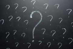 blackboard pojęcia ocen problemów pytanie rozwiązuje pisze Problemy rozwiązywać pojęcie obraz royalty free