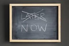 blackboard target505_1_ opóźniony teraz pisać Fotografia Stock