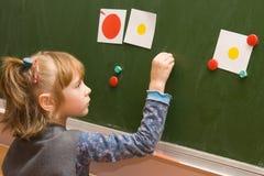 blackboard uczennicy pozycja Fotografia Stock