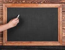 Blackboard z kawałkiem kreda zdjęcie royalty free