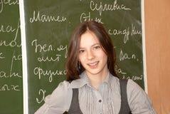 blackboardschoolgirlstanding Arkivbild