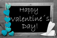 Blackbord noir et blanc, coeurs de turquoise, jour de valentines heureux Photographie stock