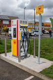 Blackfen Kent, Zjednoczone Królestwo, Kwiecień,/- 4th 2019: Elektrycznego pojazdu ładuje stacja przy Shell stacja obsługi zdjęcie royalty free