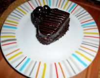 Blackforest kaka på suddig bakgrund Royaltyfria Bilder
