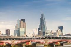 Blackfriars桥梁和伦敦地平线 库存图片
