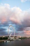 42 blackfriars跨接大教堂黎明地区财务gerhkin伦敦保罗s st塔 从金黄周年纪念桥梁的看法 库存图片