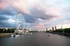 42 blackfriars跨接大教堂黎明地区财务gerhkin伦敦保罗s st塔 从金黄周年纪念桥梁的看法 免版税库存照片