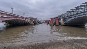 Blackfriars bro över flodThemsen arkivfoton