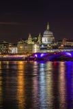 Blackfriars most i St Paul katedra nocą Zdjęcia Royalty Free