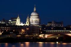blackfriars most przerzucają Paul st. Obraz Royalty Free