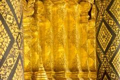 Blackground dell'oro nell'arte tailandese del tempio Fotografie Stock Libere da Diritti