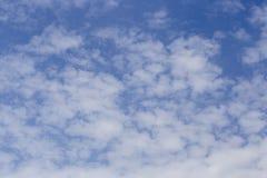 Blackgroup de las nubes del cielo azul y del blanco fotos de archivo