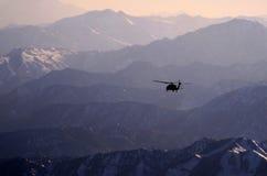 Blackhawk, coucher du soleil, Afghanistan Images stock