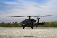 Blackhawk d'hélicoptère au sol Photographie stock libre de droits