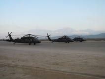 Blackhawk helikoptrar i Afghanistan Royaltyfri Bild