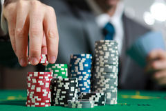 Blackjack σε ένα παιχνίδι παιχνιδιού χαρτοπαικτικών λεσχών Στοκ Εικόνες