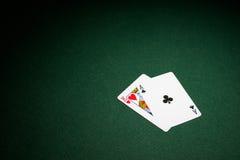 Blackjackhand auf grünem Boi stockbild