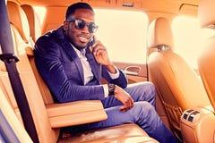 Blackman w kostiumu w samochodzie fotografia royalty free