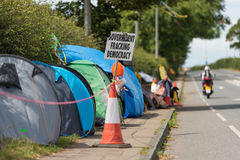 Blackpool, england, 31/07/2017 Anti shale gas fracking protestors outside the cuadrilla fracking site at Preston New Road in Lanca. Shire.Fracking is dangerous stock photography
