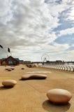 Blackpool promenad med moderna skulpturer Arkivfoto