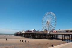 BLACKPOOL, R-U, LE 30 JUIN 2019 : Une photographie documentant la roue de ferris sur le pilier central à Blackpool photos libres de droits