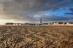 Blackpool setzt, Lancashire in Vereinigtem Königreich, England auf den Strand Lizenzfreie Stockfotografie