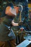 Blacksmith pracuje przy Finch formiernią zdjęcie stock