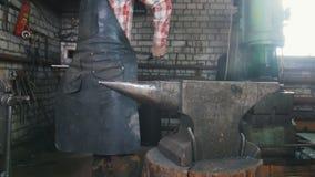 Blacksmith workroom Kowadło Blacksmith wiąże jego praca fartucha zbiory