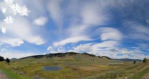 Blacktail jezior panorama pod chmury pierzastej soczewkowatym cloudscape w Yellowstone parku narodowym w Wyoming Zdjęcie Stock