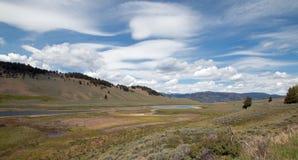 Blacktail jeziora pod chmury pierzastej soczewkowatym cloudscape w Yellowstone parku narodowym Obrazy Royalty Free