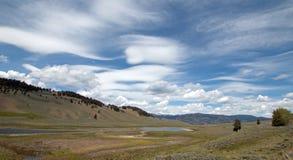 Blacktail jeziora pod chmury pierzastej soczewkowatym cloudscape w Yellowstone parku narodowym Obraz Stock