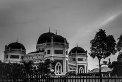 Blackwhite moské Medan Indonesien arkivbilder
