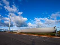 Blad av vindkraftstationen i lantgård för Alinta promenadsegervind Arkivbild