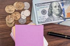 Blad met pen en ons dollar Royalty-vrije Stock Afbeeldingen