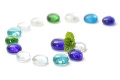 Blad op kleurrijke parels Royalty-vrije Stock Fotografie