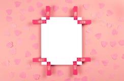 Blad van document op roze verfraaide achtergrond royalty-vrije stock foto