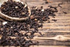 Bladeren van zwarte thee stock fotografie