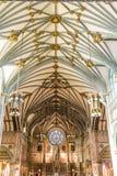Bladguld på kyrkligt tak Arkivfoto