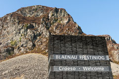 Blaenau Ffestniog - Welcome - Welsh Landscape. Slate sculpture at Blaenau Ffestniog. Wales.  Welcome, Croeso, with mountain ad clear blue sky Stock Photos