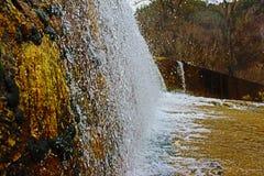 Blagoevgrad Bistritsa ställe var floden ser som en vattenfall Arkivfoto