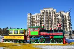 Blagoveshchensk, Russie, octobre, 21, 2017 Jouez le ` de Blagoveshchensk de ` marqué par train sur le nouveau terrain de jeu amén Images libres de droits