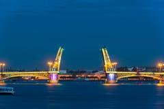 Blagoveshchensky-Brücke während der weißen Nächte, St Petersburg Stockfotos