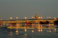 Blagoveshchensky bro över den Neva floden Arkivfoto
