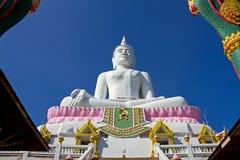 Blanc Bouddha d'architecture Photos stock